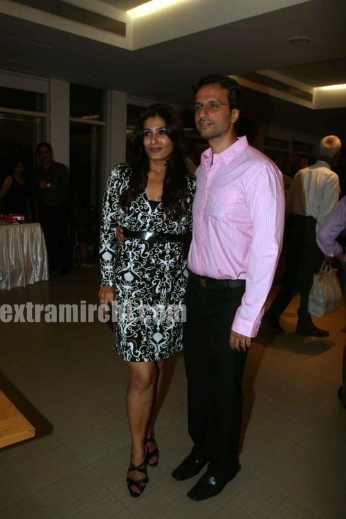 Raveena-Tandon-with-her-hubby-Anil-Thadani.jpg