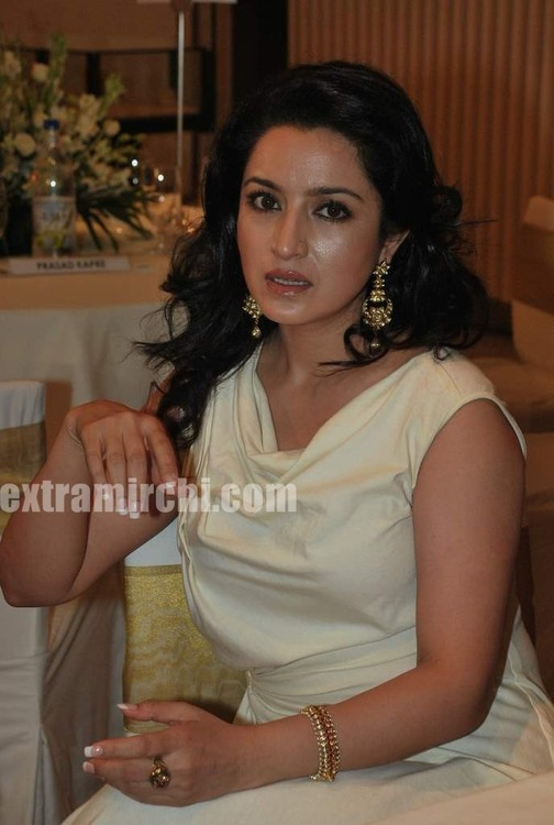 Tisca-Chopra-at-Gemfields-Retial-Jeweller-India-awards-7.jpg