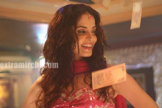 Actress-Rukhsar-as-bar-girl-3.jpg