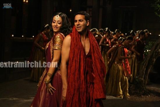 Akshay-Kumar-and-Trisha-Krishnan-in-Khatta-Meetha.jpg