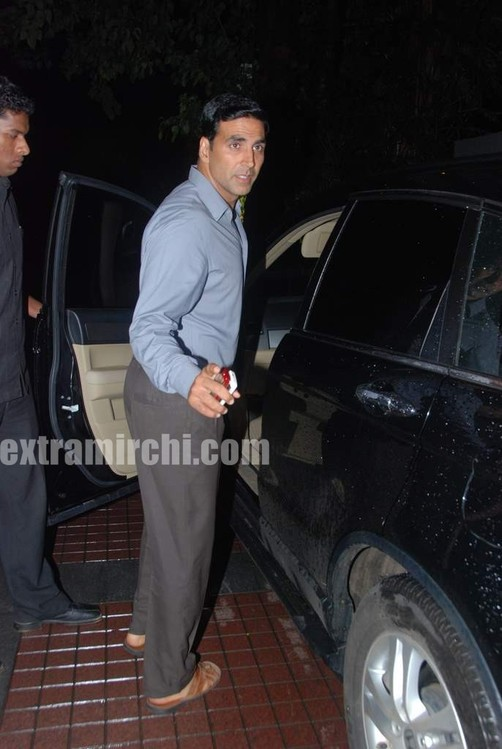 Akshay_Kumar-in-chappals-2.jpg