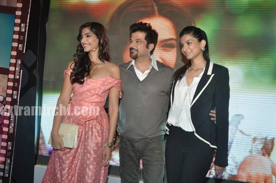 Anil-Kapoor-with-daughters-Sonam-Kapoor-and-Rhea-Kapoor-1.jpg