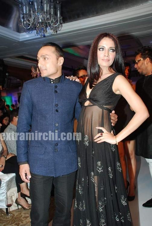 Celina-Jaitley-and-Rahul-Bose-walked-the-ramp-in-Rina-Dhaka-and-Dev-R-Nils-creations-2.jpg