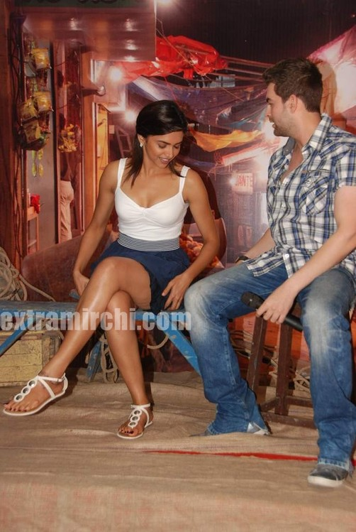 Deepika-and-Neil-at-Lafangey-Parindey-press-meet.jpg