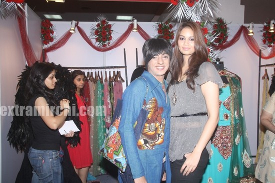 Designer-Rohit-Verma-with-Reena-UK-Miss-Bollywood.jpg