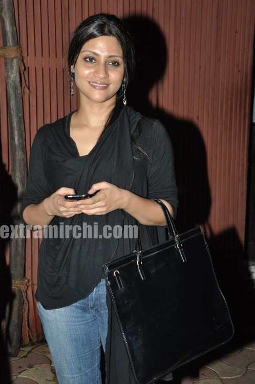 Konkona-Sen-Sharma-spotted-at-Saat-Khoon-Maaf-party.jpg