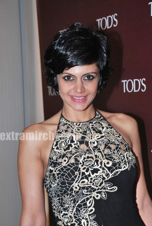 Mandira-Bedi-at-Tods-special-bracelet-launch-1.jpg