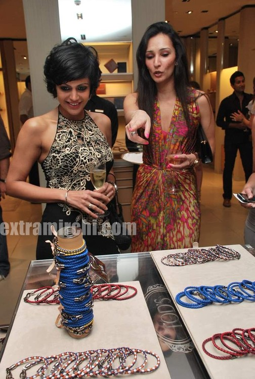 Mandira-Bedi-at-Tods-special-bracelet-launch-4.jpg