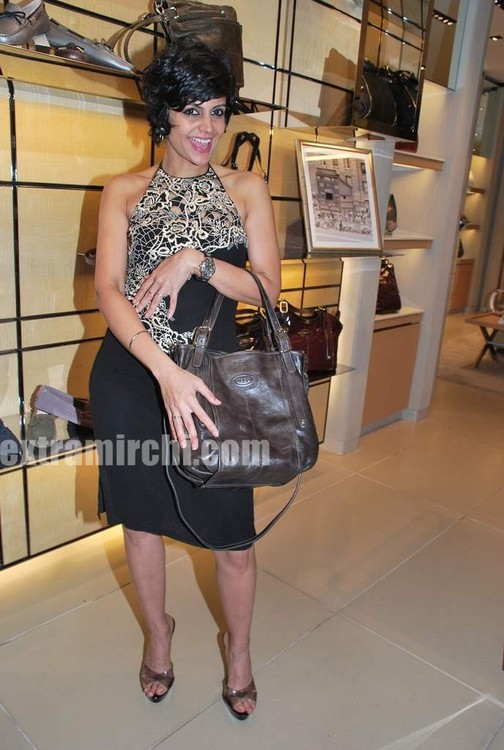 Mandira-Bedi-at-Tods-special-bracelet-launch-6.jpg