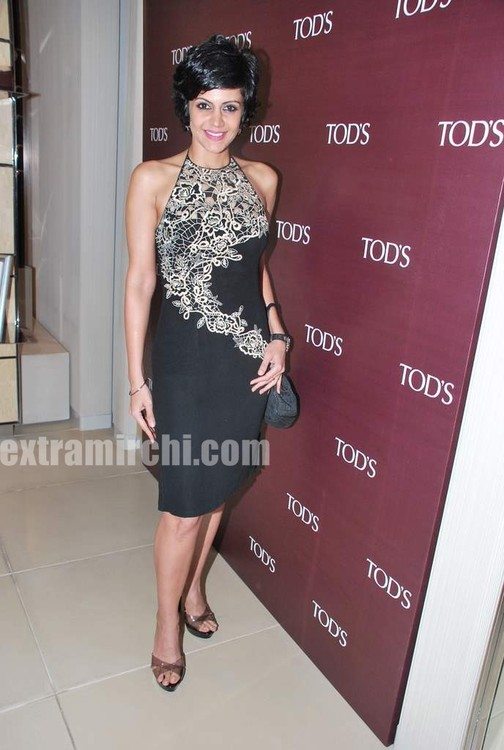 Mandira-Bedi-at-Tods-special-bracelet-launch-9.jpg