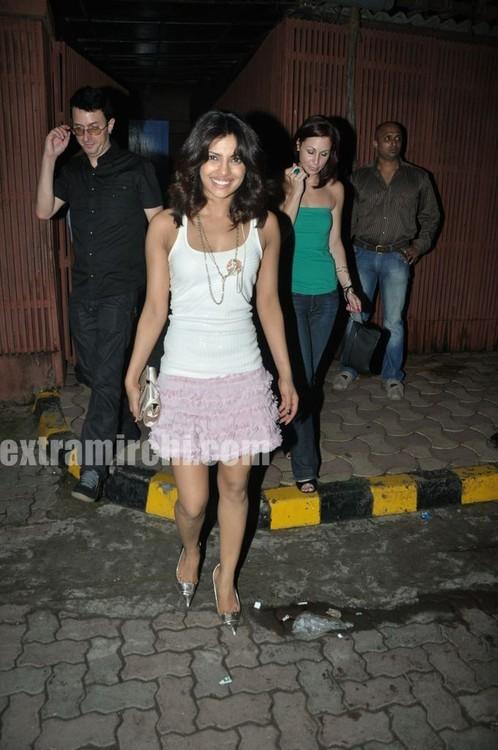 Priyanka-Chopra-spotted-at-Saat-Khoon-Maaf-party-2.jpg