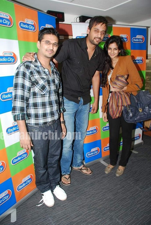 Rhea-Kapoor-promote-Aisha-at-Radio-City-1.jpg