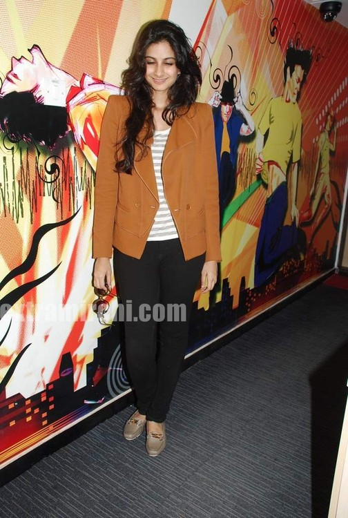 Rhea-Kapoor-promote-Aisha-at-Radio-City-3.jpg