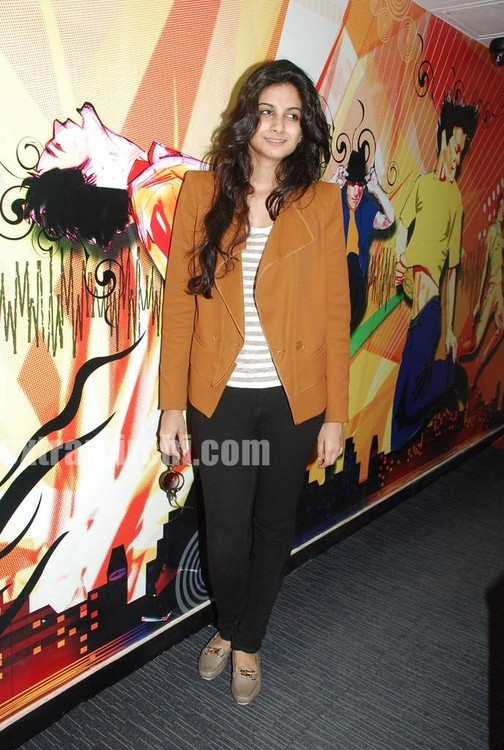Rhea-Kapoor-promote-Aisha-at-Radio-City-51.jpg