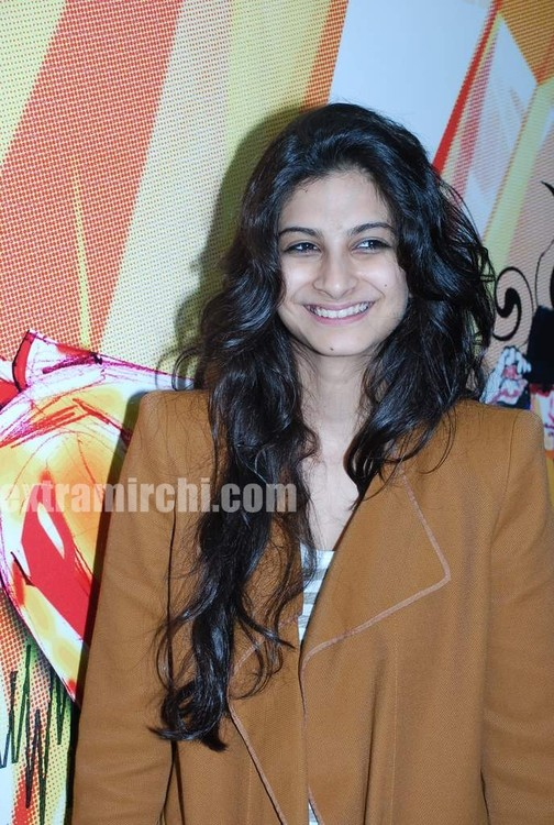 Rhea-Kapoor-promote-Aisha-at-Radio-City-6.jpg