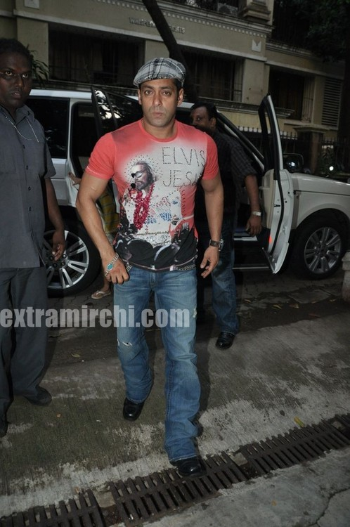 Salman-Khan-at-Tere-Bin-Laden-Screening