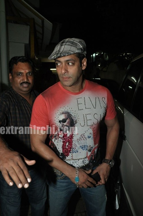 Salman-Khan-at-Tere-Bin-Laden-Screening-2.jpg