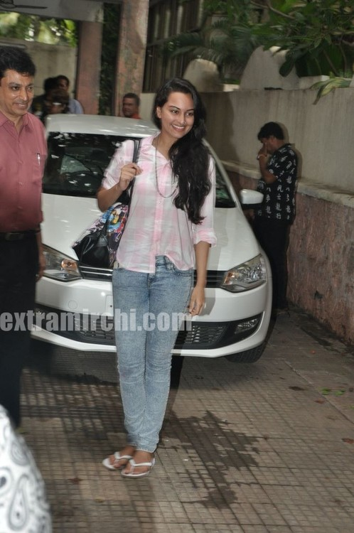 Sonakshi-Sinha-at-a-Special-Screening-of-IHLS-3.jpg