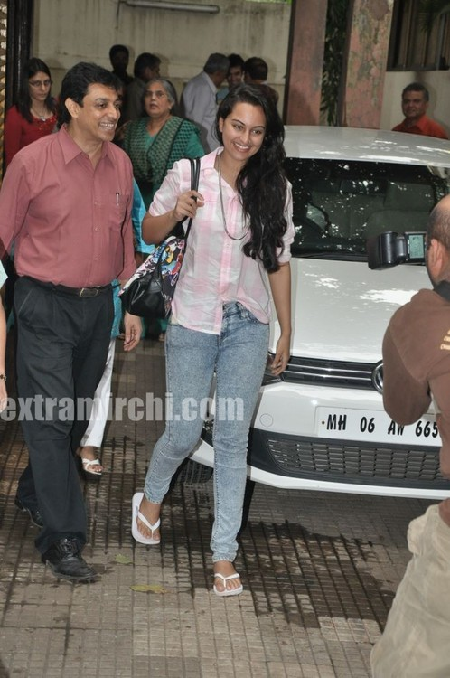 Sonakshi-Sinha-at-a-Special-Screening-of-IHLS.jpg