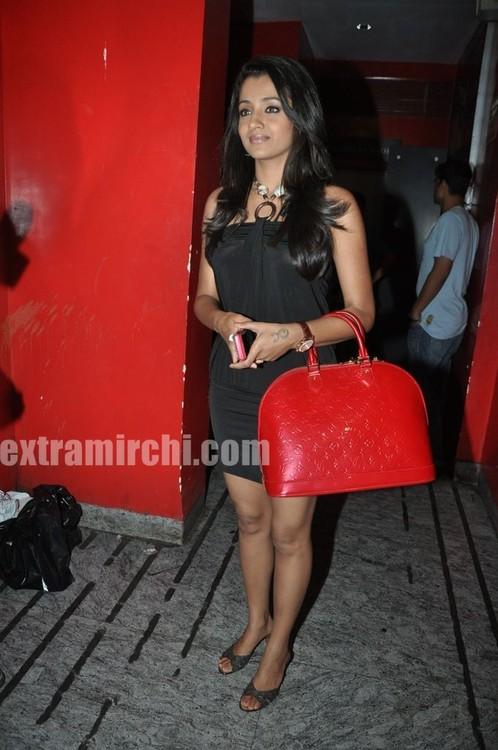 Trisha-at-Special-Screening-of-Khatta-Meetha-2.jpg
