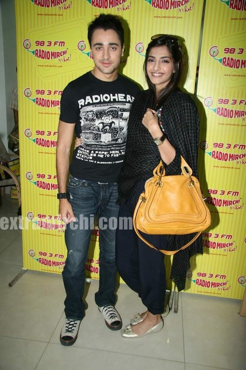 beautiful-Sonam-and-Imran-at-Radio-Mirchi-at-Lower-Parel.jpg