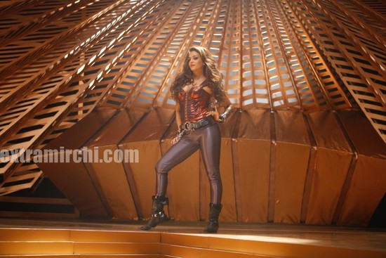Aishwarya-Rai-in-Endhiran-the-robot-movie-6.jpg