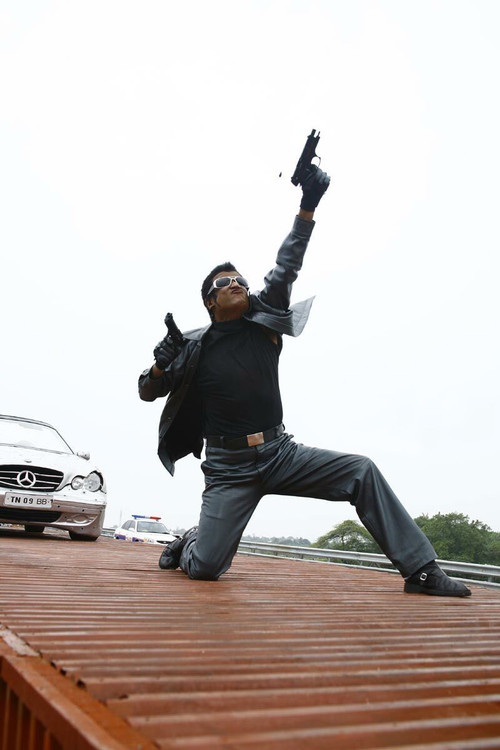 Rajini-and-Aishwarya-Rai-in-Robo-Movie-Stills-3.jpg