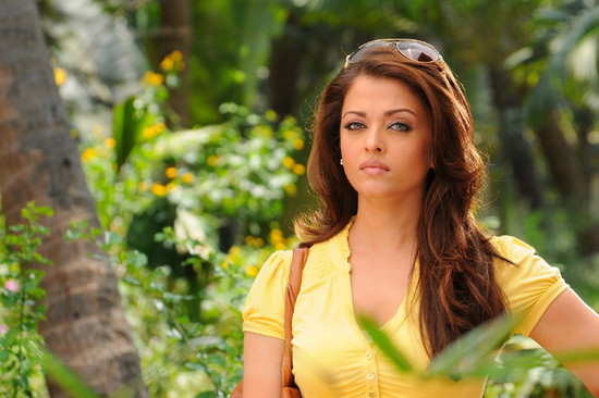 Stylish-Aishwarya-Rai-with-Super-star-Rajini-in-Endhiran-8.jpg