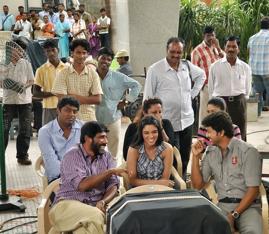 Asin-and-Vijay-at-Kaavalan-Shooting-Spot.jpg