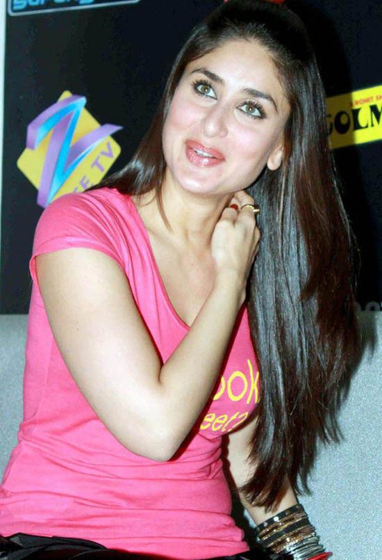 Kareen-Kapoor-Lets-Tweet-T-Shirt-4.jpg