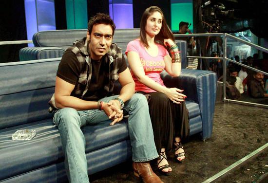 Kareen-Kapoor-Lets-Tweet-T-Shirt-5.jpg