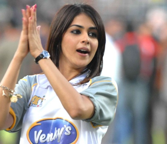 Genelia-cheers-at-Celebrity-Cricket-League-T20-4.jpg