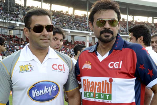 Salman-Khan-and-Venkatesh-Celebrity-Cricket-League-T20.png