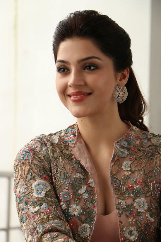 Actress-Mehreen-Pirzada-Photos-4.jpg