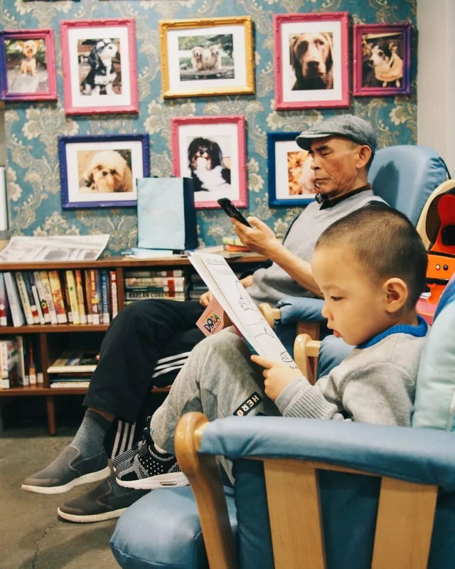 Man and Child Reading in Rocking Chairs at a Ronald McDonald House. Photo by Instagram user @rmhnewyork