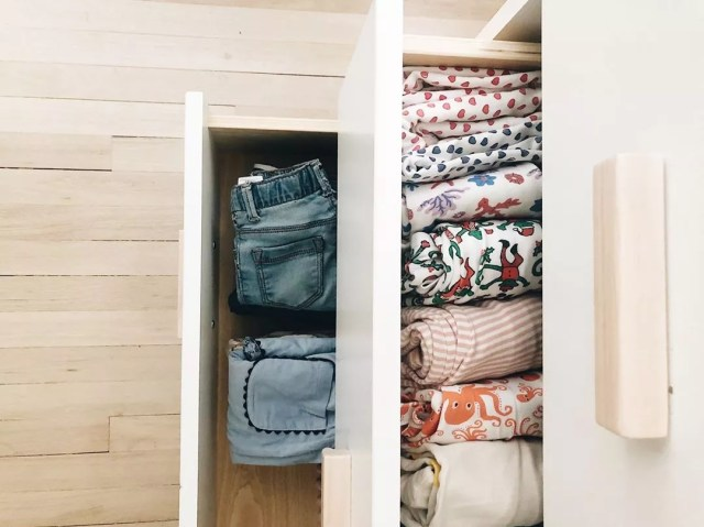 Kids pants and shirts inside drawers. Photo by Instagram user @dwellxfoster