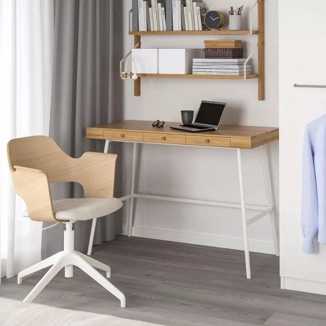 Small desk in apartment. Photo by Instagram user @ikeausa
