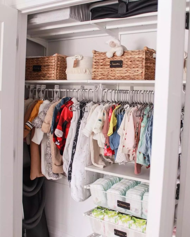 Organized baby closet. Photo by Instagram user @katemorawetz
