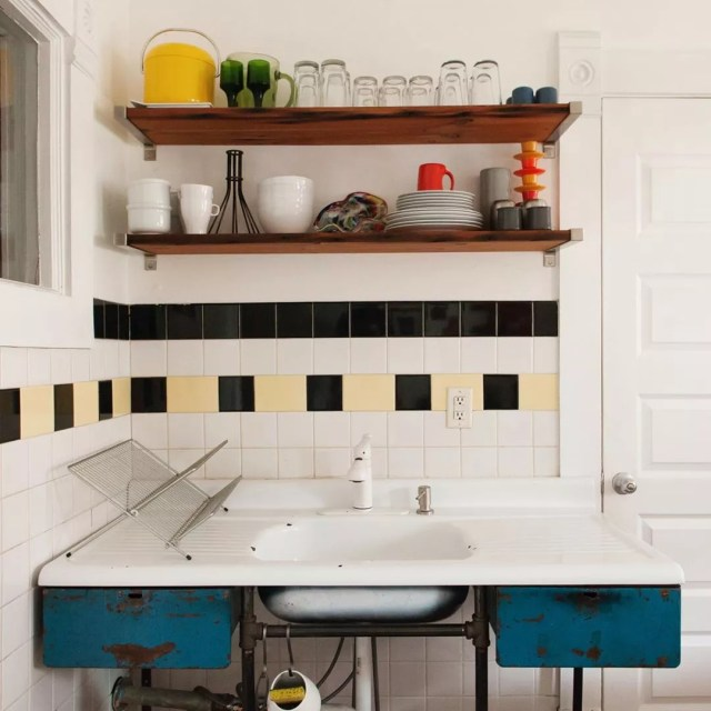 Kitchen with vintage sink. Photo by Instagram user @paper_and_pate_interior