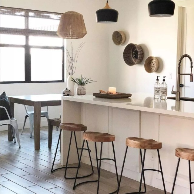 Decluttered kitchen and dining area. Photo by Instagram user @ruffledthread