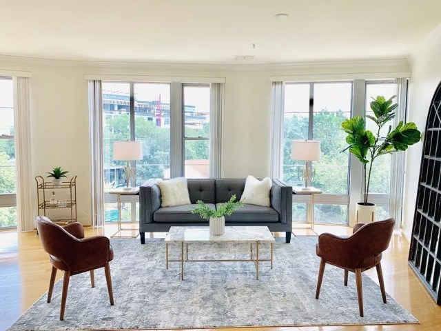Staged living room. Photo by Instagram user @tacticstagingandinterior