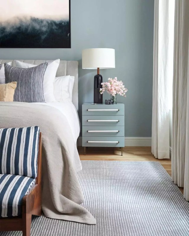 Professionally staged bedroom. Photo by Instagram user @ninistaging