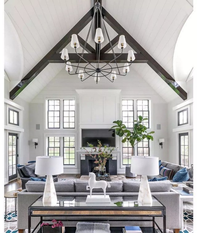White contemporary living room with high ceilings. Photo by Instagram user @interiordesignbycasswicks