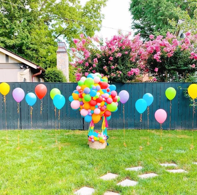 Balloons in backyard. Photo by Instagram user @vroomvroomballoon