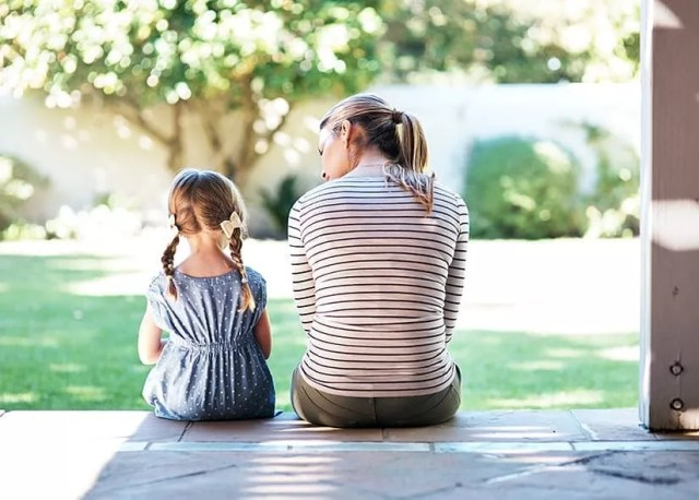Mom and daughter talking on porch. Photo by Instagram user @child_life_grief_notes