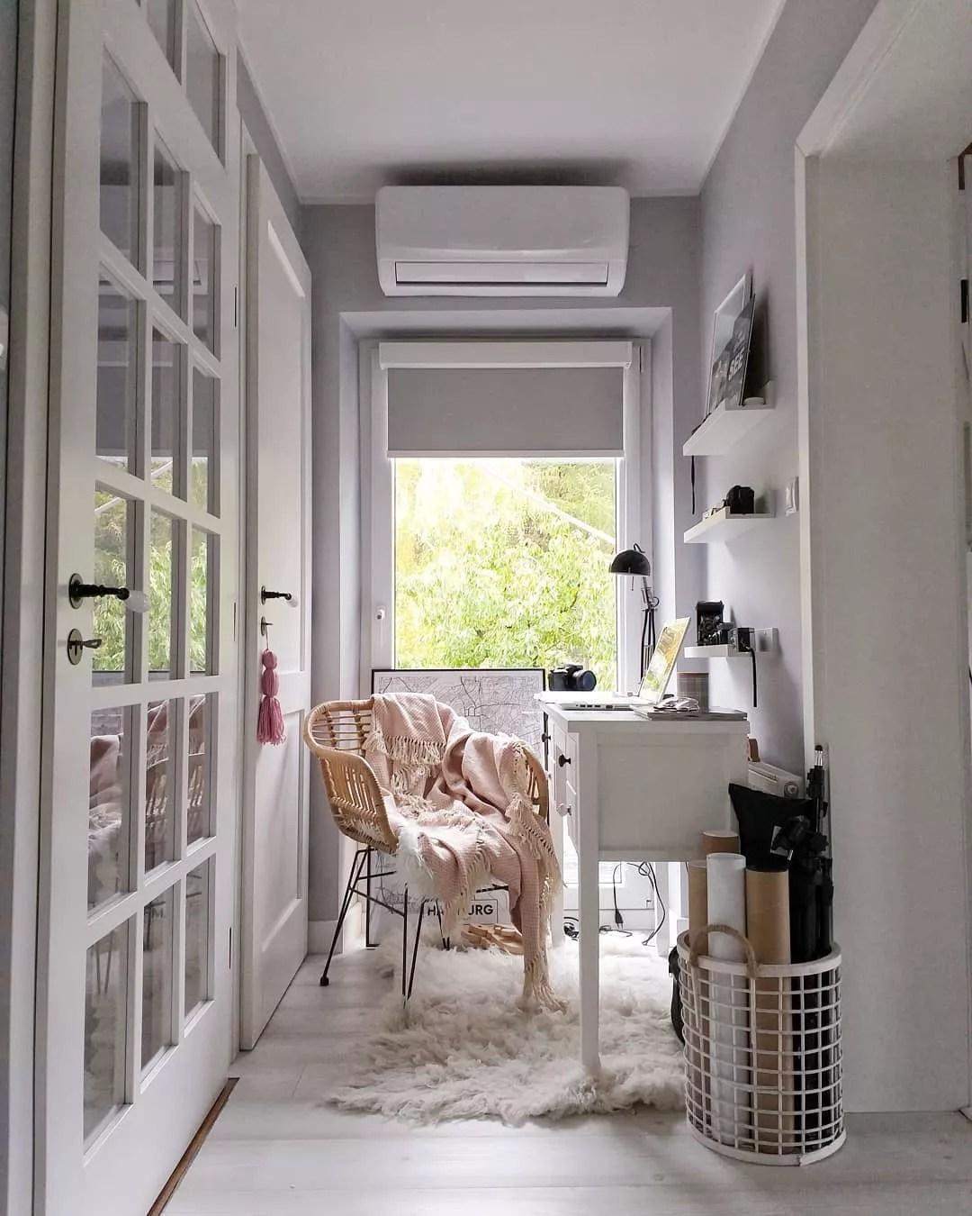 Home office set up in flex space. Photo by Instagram user @odinspiracjidorealizacji