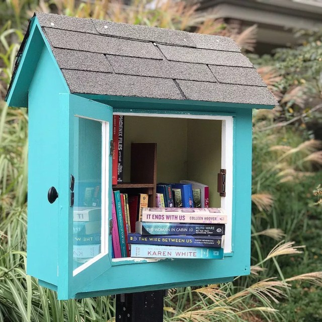 Free little library filled with books. Photo by Instagram user @mrsboomreads