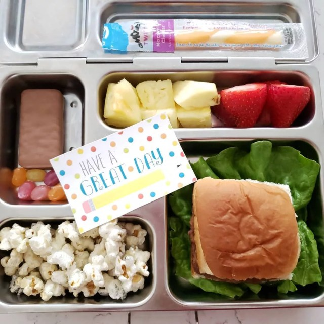 Metal lunch box filled with food and note. Photo by Instagram user @mommy_food_lifestyle