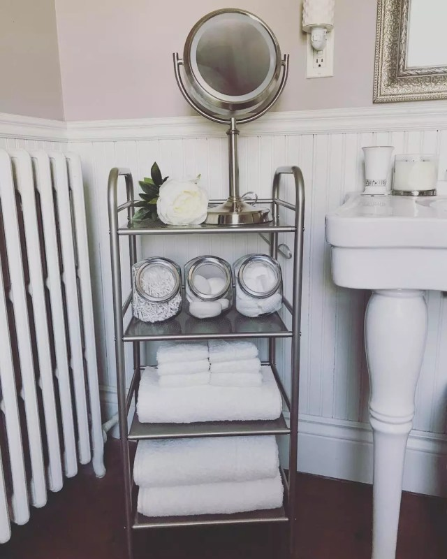 Utility cart in bathroom. photo by Instagram user @queen.of.the.b