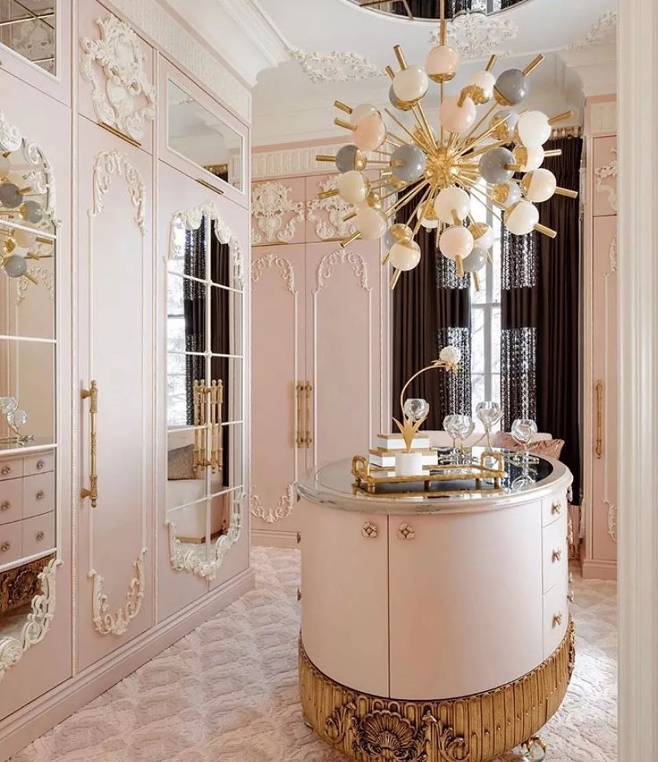 Pink walk-in luxury closet. Photo by Instagram user @theindigowoman